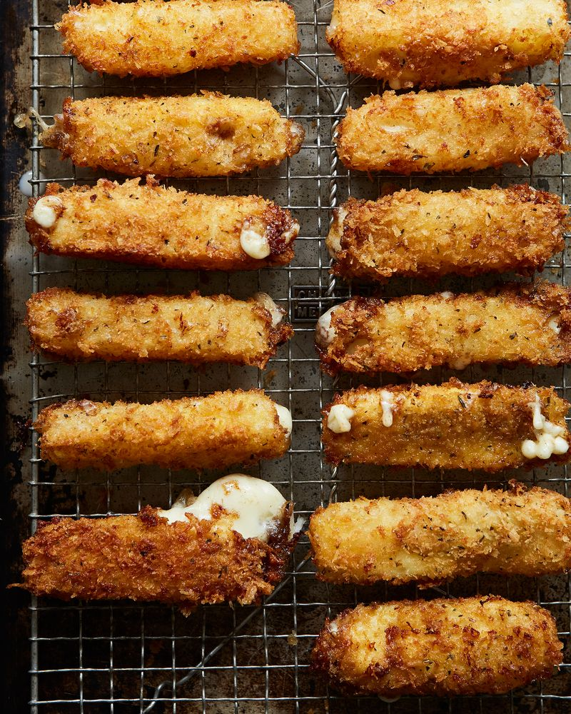 1fc7aef5-78f8-497d-a687-2f663f7573ed--2017-0207_how-to-make-mozzarella-sticks_alpha-smoot_328